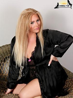 Blonde BBW transsexual babe